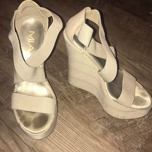 Mia taupe wedges size 6